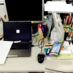 ミニマリストに影響をうけた営業マンが仕事机を片付けました。