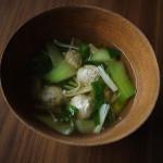 チンゲンサイと鶏団子のスープ