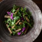 揚げごぼうと春菊のサラダ